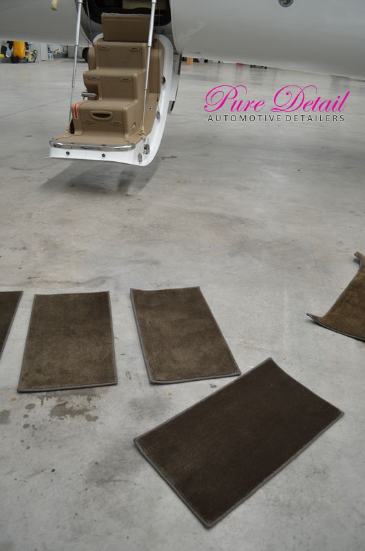 cleaning-jet-plane-carpet-matts-detailing