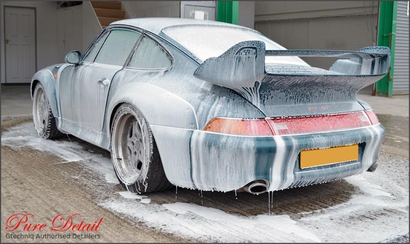 snow-foam-porsche-993-gt2-rhd